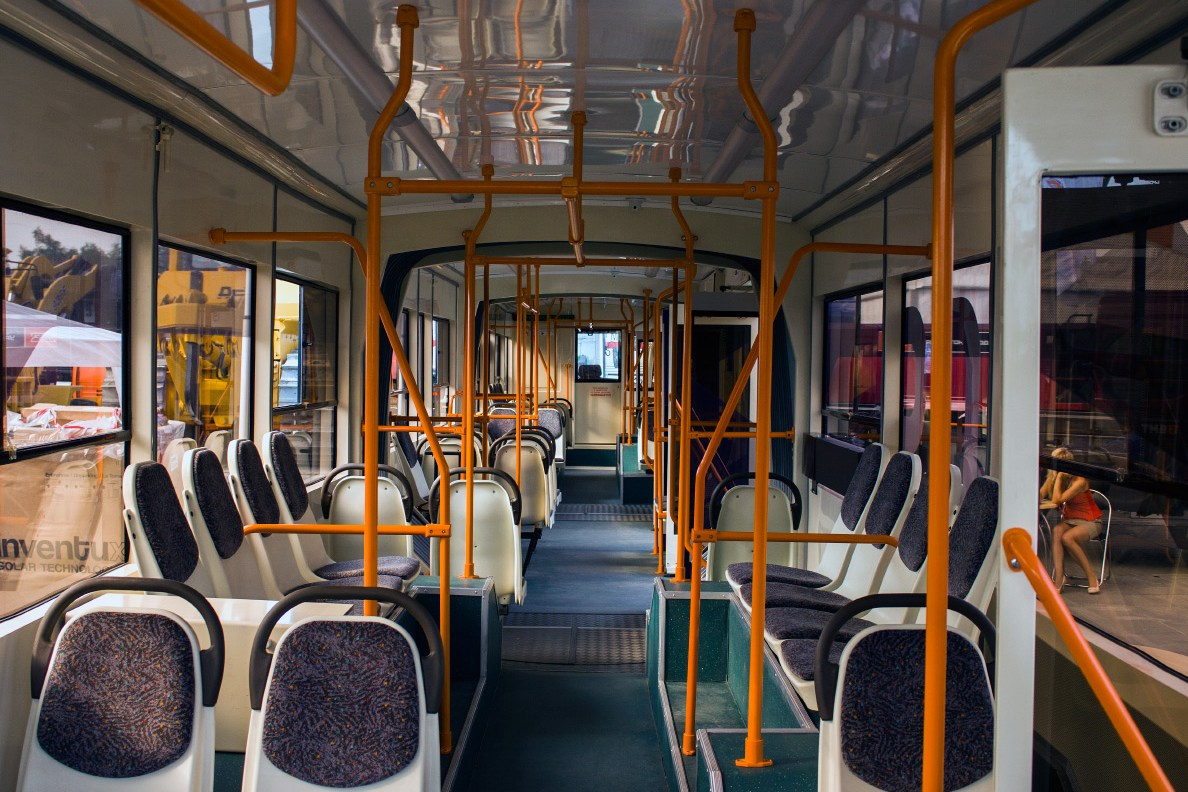 Трехсекционный трамвай УТМ 71-409. Салон