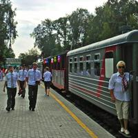 Отправление праздничного поезда со станции Родина Нижегородской Детской Железной Дороги в День Железнодорожника